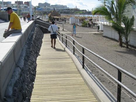 El Cabildo y el ayuntamiento de Adeje impulsan el turismo accesible