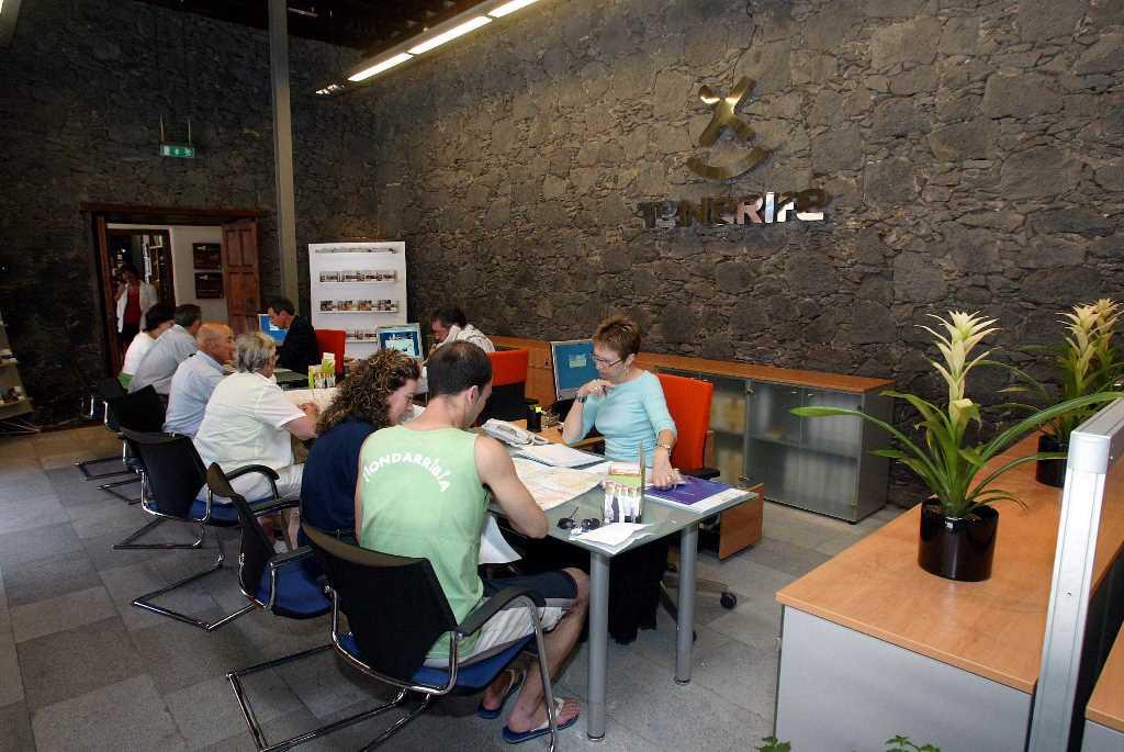 Las oficinas de informaci n tur stica de la isla vuelven a for Oficina turismo tenerife