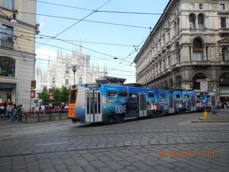 Los tranvías de Milán circulan con llamativas imágenes de Tenerife