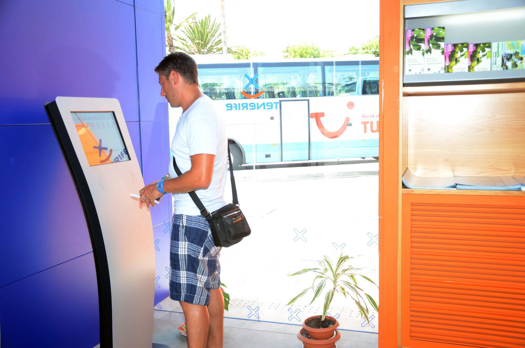 Cinco oficinas de la red infoten renuevan su 39 q 39 de for Oficina turismo tenerife