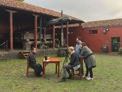Una cadena de televisión húngara graba un reportaje sobre los atractivos turísticos de Tenerife