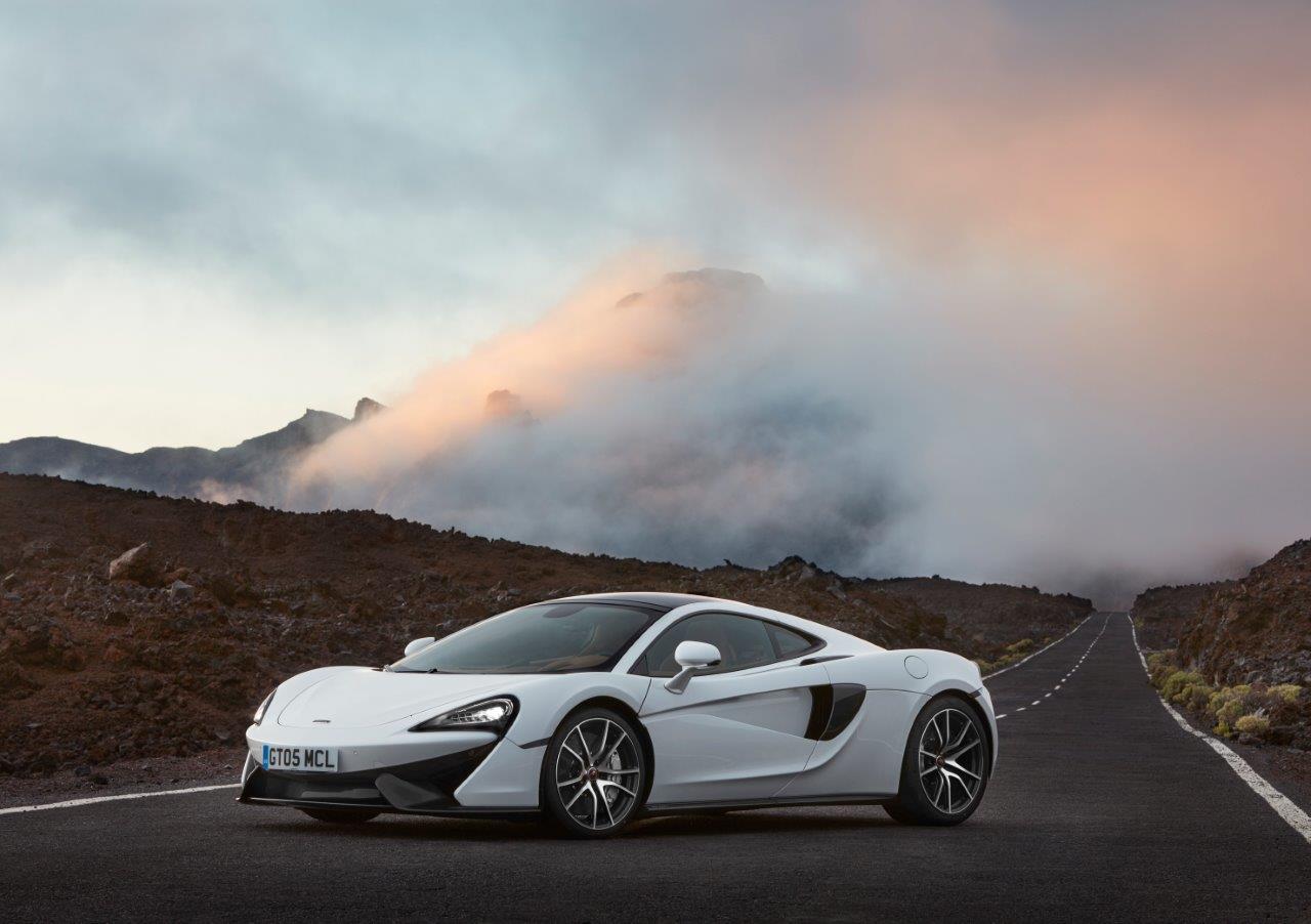 McLaren presenta en Tenerife su nuevo modelo de coche