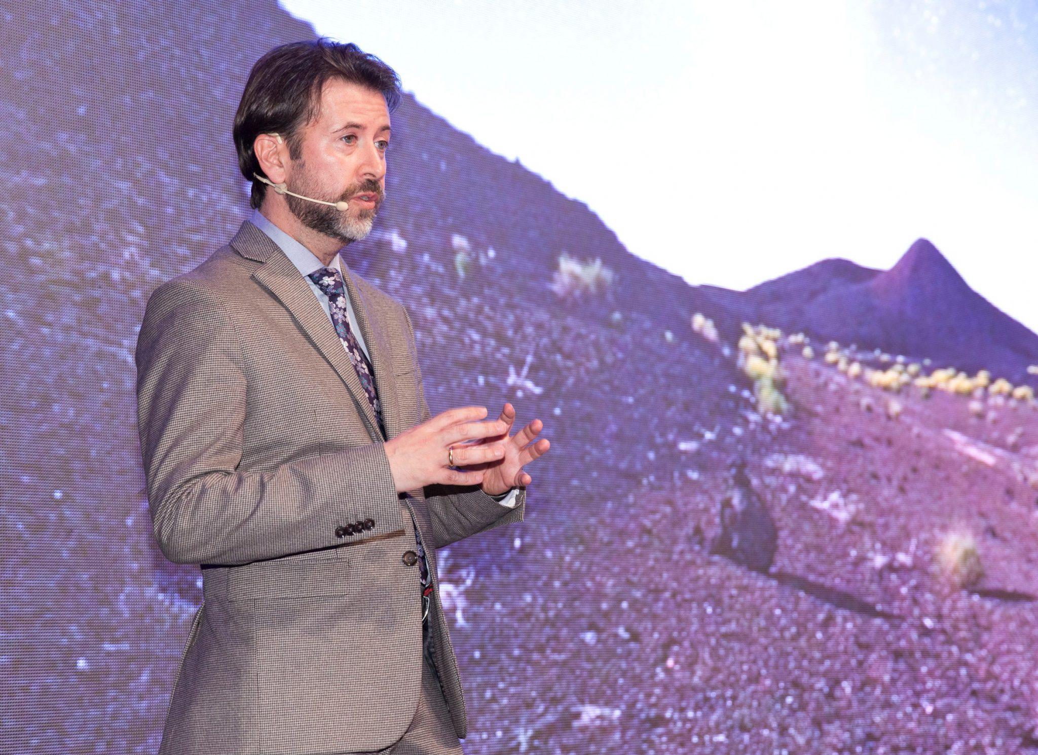 Carlos Alonso durante sun intervención en la presentación de Tenerife en Fitur.