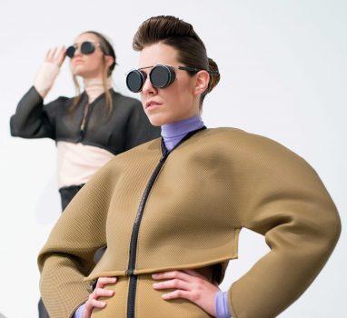 En la imagen dos modelos de Bewater en el trabajo para uno de las más prestigiosos peluqueros nacionales, José Boix. Foto de Joa Rubio