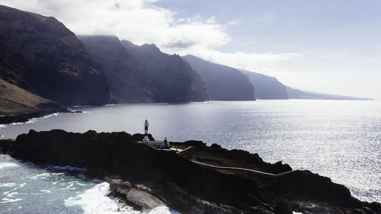 cropped-FILM_Helicoptero_062_faro_punta_teno_gigantes_buenavista-del-norte_volcanes_territorio_antiguo_alta-1280×853.jpg