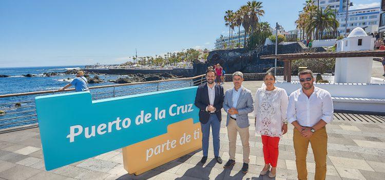 Puerto de la Cruz luce en siete enclaves emblemáticos su nueva marca ciudad, 'Puerto de la Cruz, parte de ti'