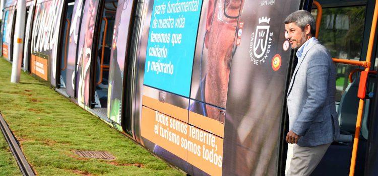 La campaña de sensibilización con el turismo #YosoyTenerife circula ya en el tranvía de Tenerife