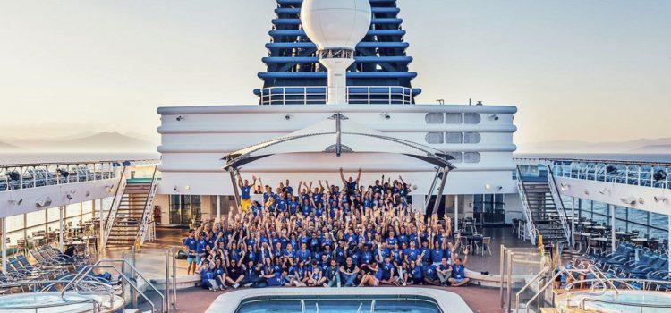 El crucero Nomad Cruise llega a la Isla con 220 trabajadores remotos a bordo