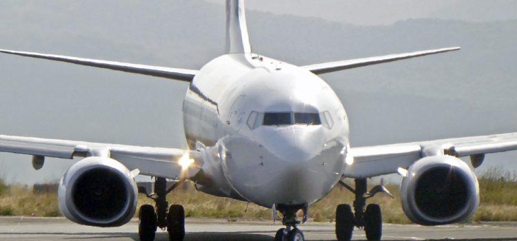 La UE sopesa un nuevo marco impositivo aéreo tras la ecotasa francesa a la aviación