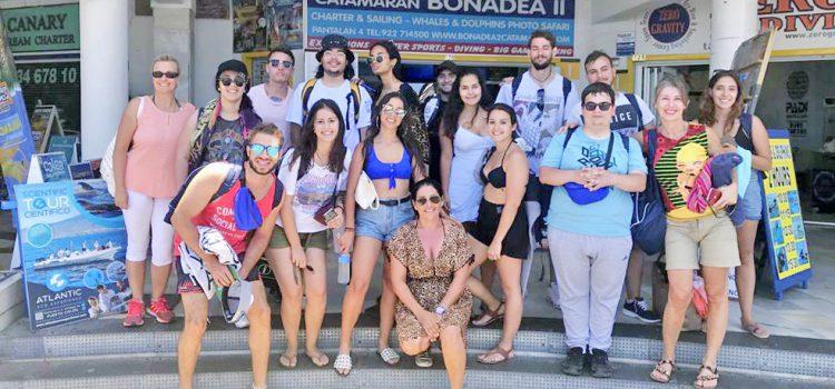 La Sociedad de Desarrollo capitalina lleva a sus alumnos de formación turística a avistar cetáceos