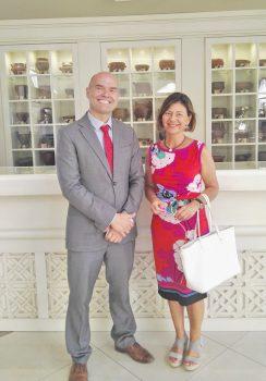 Luis Hernández, director del Hotel Riu Garoe, y Rosana Parra, directora de Asociados de Turismo de Tenerife