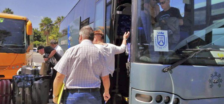 El Cabildo organiza los traslados al aeropuerto Tenerife Sur de los turistas de Thomas Cook