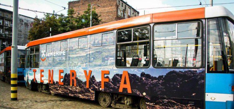 Los tranvías de las principales ciudades de Polonia promocionan Tenerife