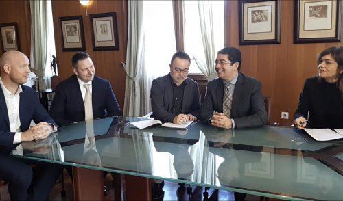 El Cabildo y Vueling anuncian un acuerdo para promocionar la Isla en España y Portugal