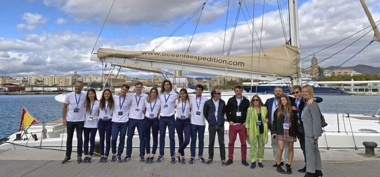 La expedición marina Oceanía de concienciación mundial sobre el medio ambiente recala en la Isla