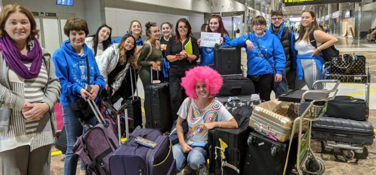 Una veintena de estudiantes irlandeses de moda y maquillaje conocen el Carnaval