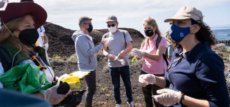 Unas 80 personas participan en la limpieza en Teno durante el Tenerife Walking Festival
