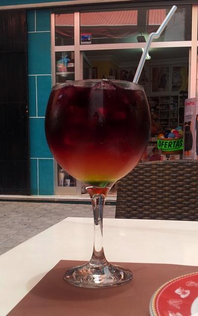 Un tinto de verano en Tasca El Callejón